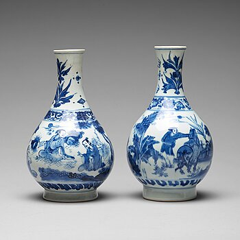 649. Two Transitional blue and white pear shaped vases, 17th Century.