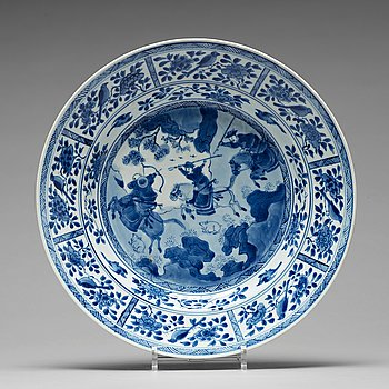 650. A blue and white dish, Qing dynasty, Kangxi (1662-1722).