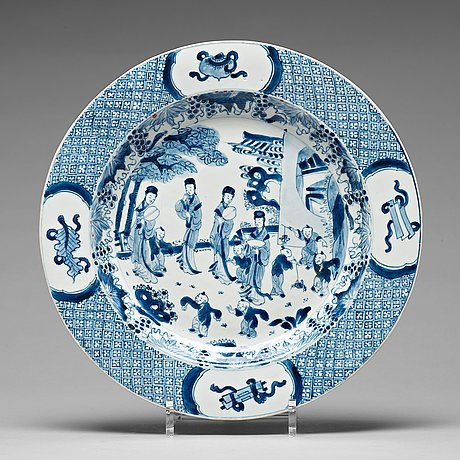 A blue and white charger, qing dynasty, kangxi (1662-1722).
