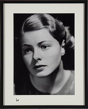 A photograph by ÅKE LANGE, depciting Ingrid Bergman, C-print, after, numbered 3/10.