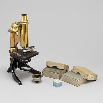 A microscope, marked Ernst Leitz, Wetzlar, No 85125.