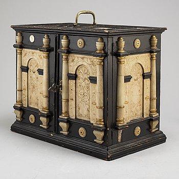 KABINETTSKÅP, Barock, 1700-talets första hälft.