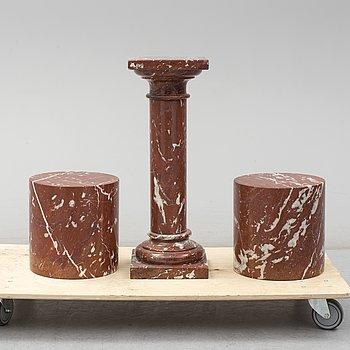 SOCKLAR, 3st, rödspräcklig marmor, 1900-tal.