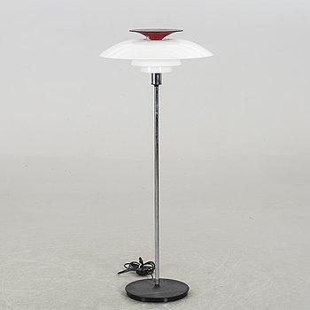 """POUL HENNINGSEN, golvlampa, """"PH-80"""" för Louis Poulsen, 1900-talets andra hälft."""