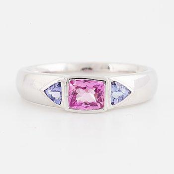 RING, med rosa safir och tanzaniter.