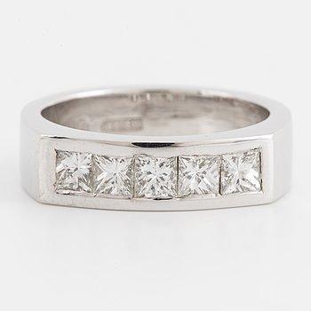 A princess.cut diamond ring, total ca 0,75 ct.