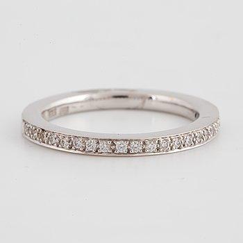 An half eternity ca 0,22 ct diamond ring.