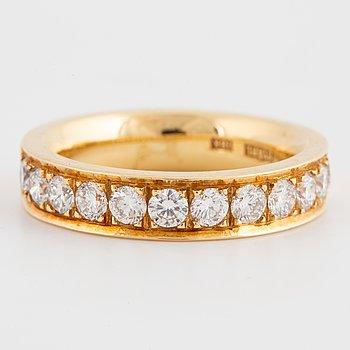 An half-eternity ca 1,20 ct brilliant-cut diamond ring.