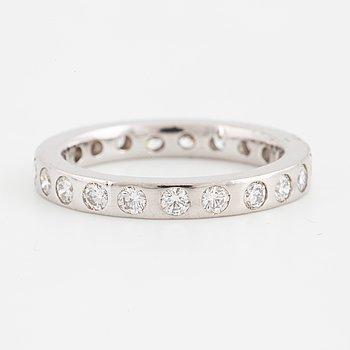 RING, helallians med briljantslipade diamanter.