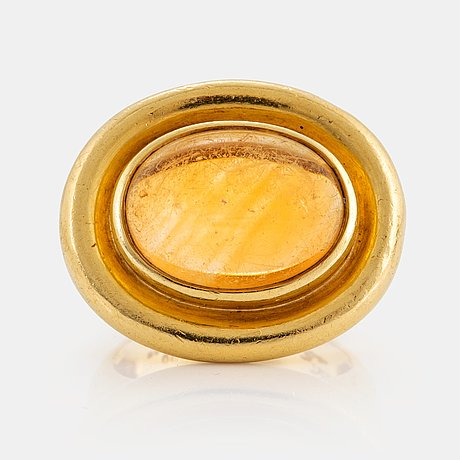 A paloma picasso tiffany ring in 18k gold set with a cabochon-cut citrine.