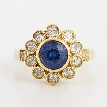 2,26 ct sapphire and old-cut diamond cluster ring.
