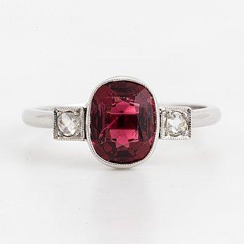 RING, med turmalin och rosenslipade diamanter.