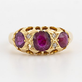 RING, wih rubies and old-cut diamonds.