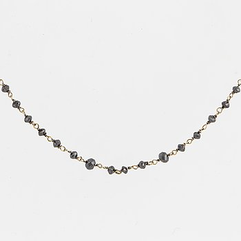 Necklace with  faceted black diamonds.