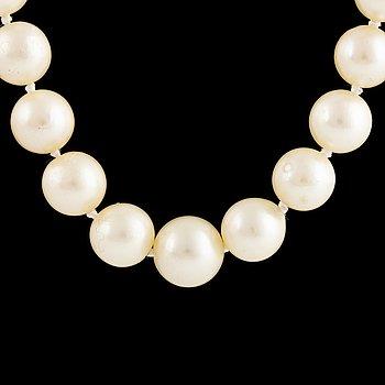 Calibrated cultured pearl necklace, platinum.