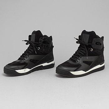 LOUIS VUITTON, sneakers, storlek 8. 2017.