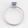 Ring 18k vitguld med en fasettslipad safir 1.62 ct.