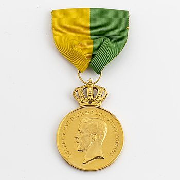 MEDAL, 18K and 23K gold, 1946, Weight ca 30 gram.