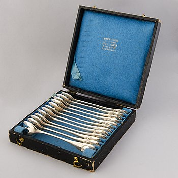 Twelve Beligian silver oyster forks, Delheid Frères, the early 20th century.