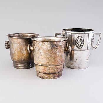 CHAMPAGNEKYLARE, 3 st, metall och försilvrad metall, en i jugend från WMF. 1900-tal.
