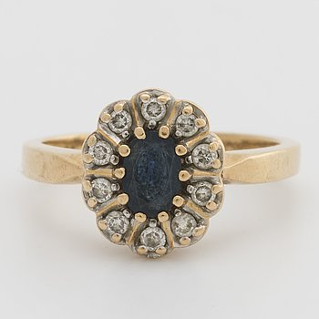 RING 18K gold w 1 sapphire and brilliant-cut diamonds 0,20 ct engraved.