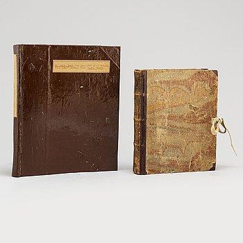 BÖCKER, 2 volymer. Handskriven kokbok från 1747 samt O. Vilgons inbundna renskrift på maskin av hela kokboken.
