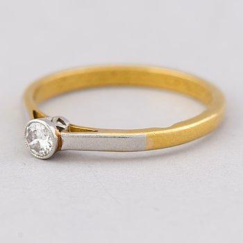 A RING, brilliant cut diamond, 23K gold.