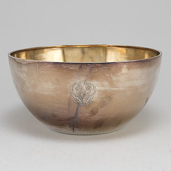 A silver punch bowl by Samuel Pettersson, Norrköping, 1912.