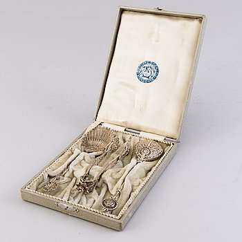 An early 20th Century 3-piece filigree silver tea set, in original lined box marked Varsovie (Warsaw).