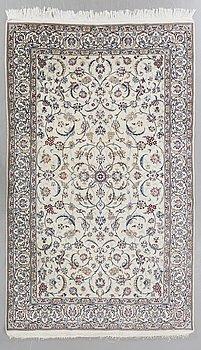 MATTA Nain old part silk ca 300 x 202 cm.