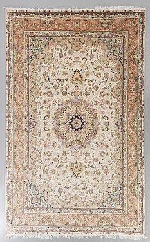 MATTA orientalisk old part silk ca 350 x 247 cm.
