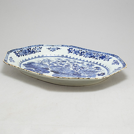 A blue and white export porcelain serving dish, qing dynasty, qianlong (12736 95)