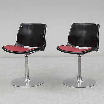 A pair of late 20th Century plastic chairs by Svante Schöblom, Overman.