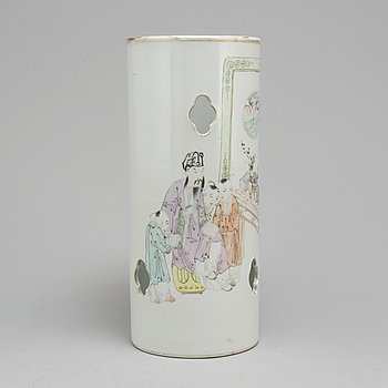 PENSELVAS, porslin. Kina, tidigt 1900-tal, Yu Ziming (1843—1911).