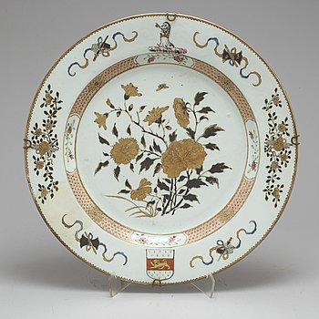 A large famille rose, grisaille and gold export serving dish, Qing dynasty, Qianlong (1736-95).