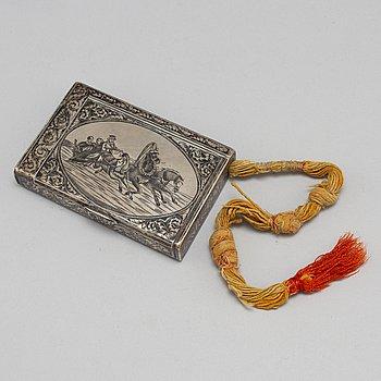 A Russian 19th century parcel-gilt and niello cigarette case, makers mark APC, Moscow 1899-1908.