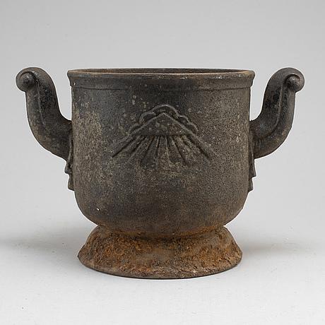 Urn, cast iron, possibly näfveqvarn, sweden