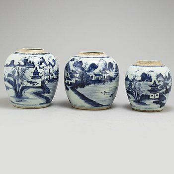 Three blue and white jars, Qing dynasty, 19th century.