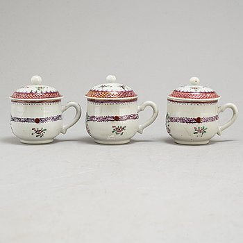 Three custard cups with covers, Qing dynasty, Qianlong (1736-95).