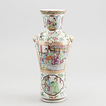 A Chinese Kanton porcelain vase, 19th century.