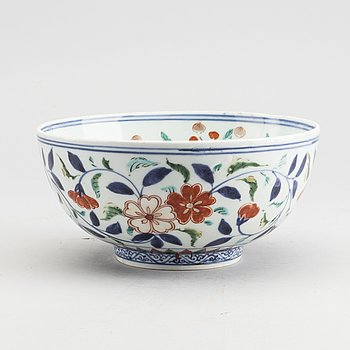 A Japanese porcelain Edo bowl, 19th century.