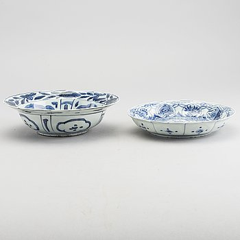 A set of two Chinese Wanli blue and white porcelain bowls.