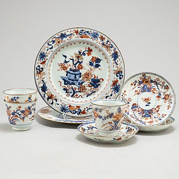 Three imari cups with saucers and two plates, Qing dynasty, Qianlong (1736-95).