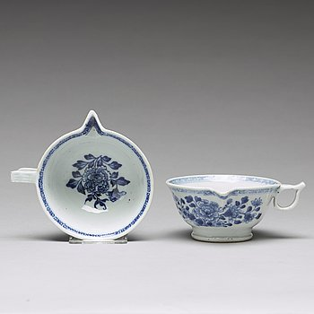 A pair of blue and white sauce boats, Qing dynasty, Qianlong (1736-95).