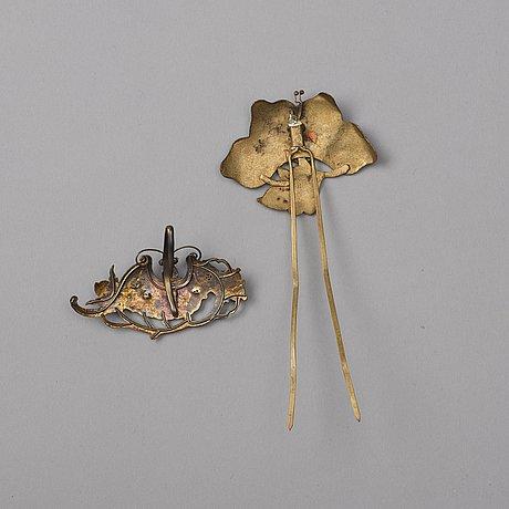 HÅrsmycken, två stycken, kingfisher och korall. qingdynastin, 1800-tal.