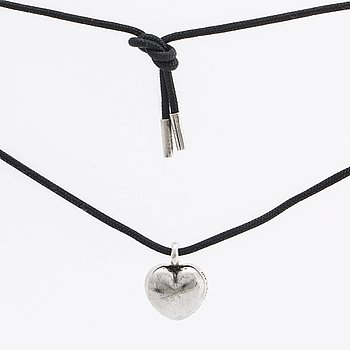 LYNGGAARD pendant silver on black  textile band. Lynggaard etui.