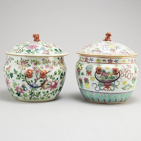 MatskÅlar, tre stycken med lock, två stycken, porslin. qingdynastin, sent 1800-tal.