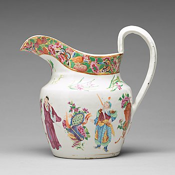 A large Canton famille rose ewer, Qing dynasty, 19th Century.