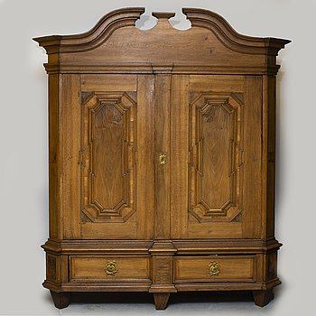 An 18th century Baroque cabinet.