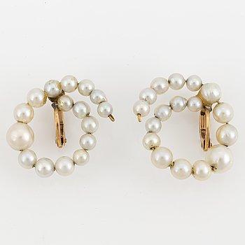 Pearls 18K gold earrings.